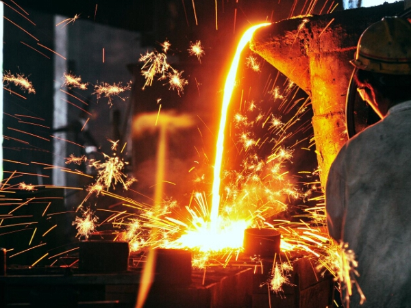 stainless-steel-lost-wax-investment-casting-pouring